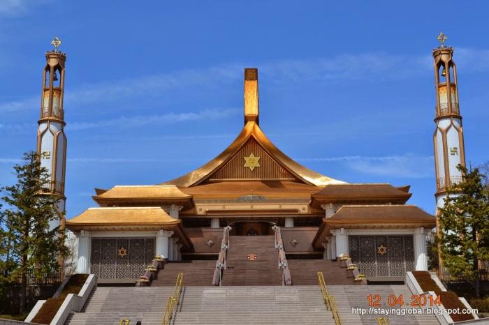 המקדש של הכת המסתורית Sukyo Mahikari