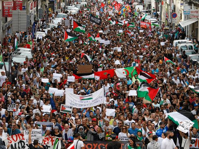הפגנה בפריז נגד מבצע צוק איתן, יולי 2014.   צילום: אי.פי.
