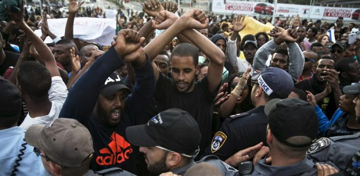 הפגנת האתיופים בכיכר רבין.   צילום: רויטרס