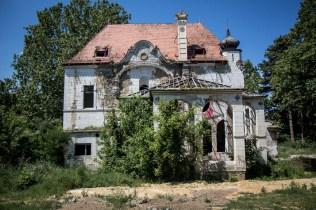 כנסיה נטושה בסרביה